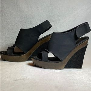 BUCCO Black and Brown Matte Wedges